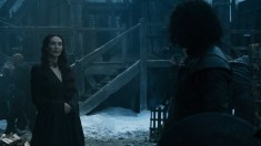 Mean goth fire lady macking on Jon Snow