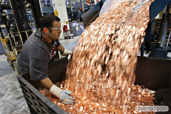 samsung pays apple 1 billion sending 30 trucks full of 5 cents coins