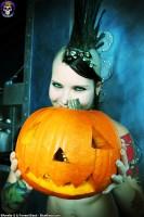 Blue Blood Halloween http://www.blueblood.net/gallery/tara-toxic-halloween/th_tara-toxic-halloween-08.jpg