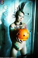 Blue Blood Halloween http://www.blueblood.net/gallery/tara-toxic-halloween/th_tara-toxic-halloween-09.jpg